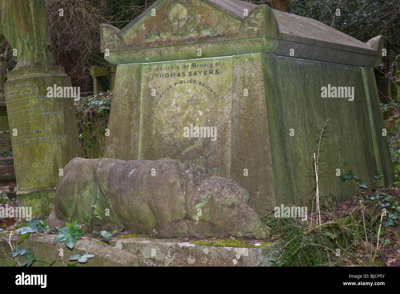 London Highgate Cemetery Tomb or grave of Thomas Tom Sayers World Heavyweight Champion bare-knuckle boxer fighter - Stock Image