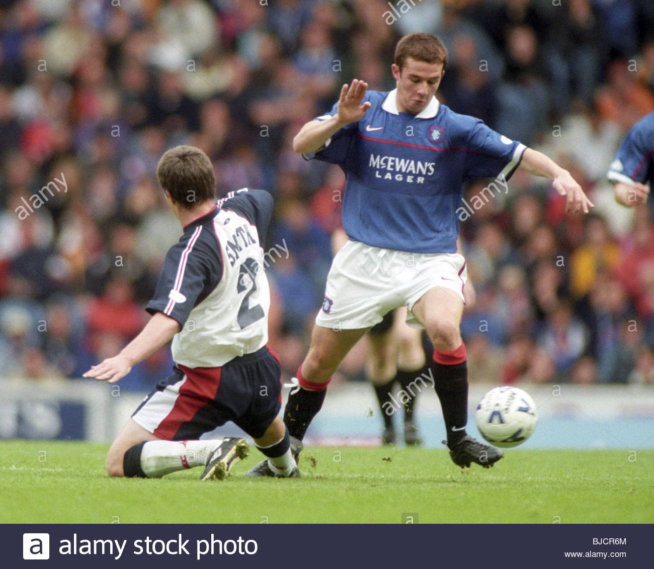 04/10/98 SPL RANGERS v DUNDEE (1-0) IBROX - GLASGOW Rangers midfielder Barry Ferguson (right) is challenged by Barry - Stock Image