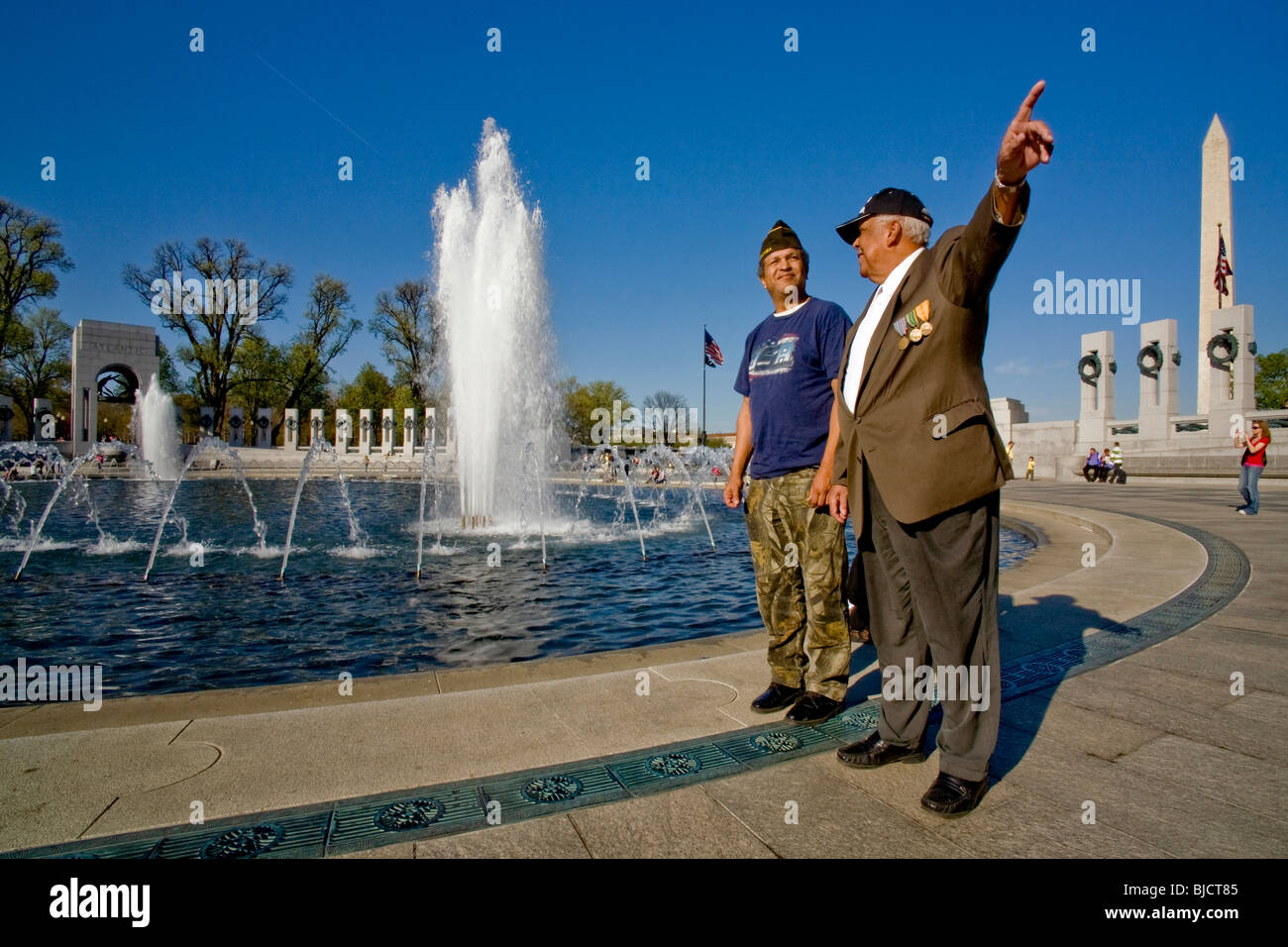 A US Navy veteran of World War II points out details of the World War II Memorial's Memorial Plaza in Washington, - Stock Image