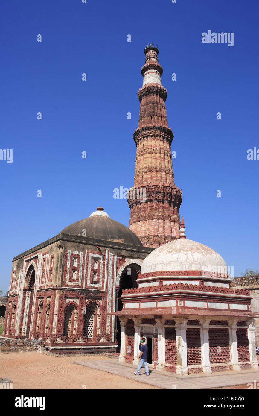 1610aea9f953 Alai Darwaza   Imam Zamin s tomb and Qutab Minar red sandstone tower  Indo- Muslim