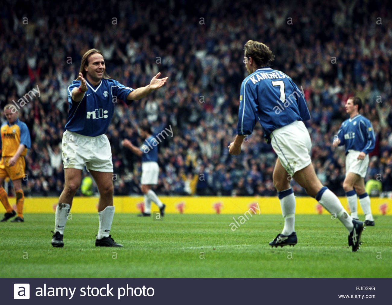 08/04/00 TENNENT'S SCOTTISH CUP SEMI-FINAL AYR UTD v RANGERS (0-7) HAMPDEN - GLASGOW Andre Kanchelskis celebrates - Stock Image