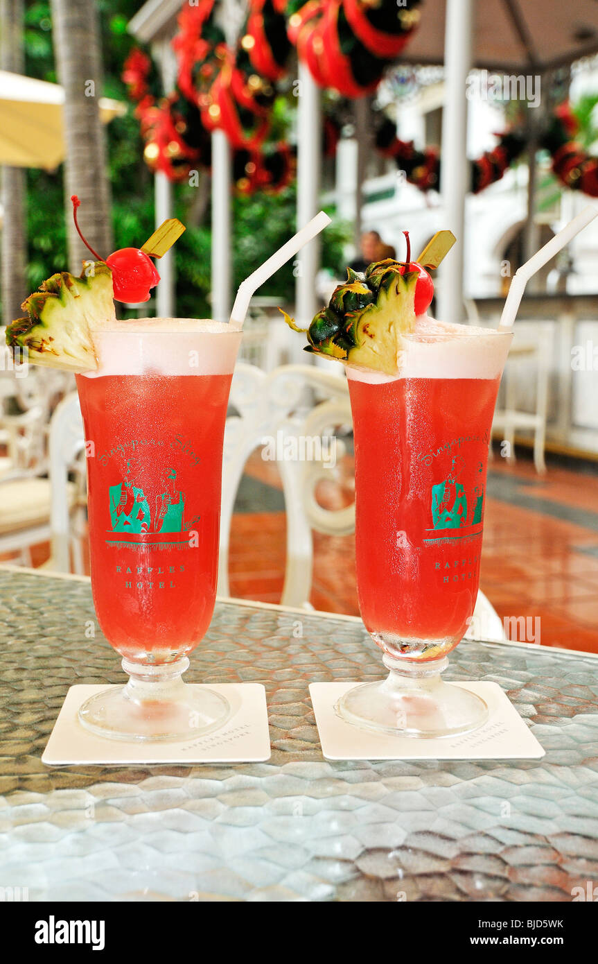 Singapore sling on the counter at Raffles  Hotel Singapore - Stock Image