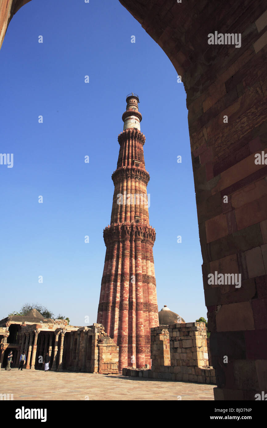 344c14d18735 Quwwat-ul-Islam mosque and Qutb Minar built in 1311 red sandstone tower