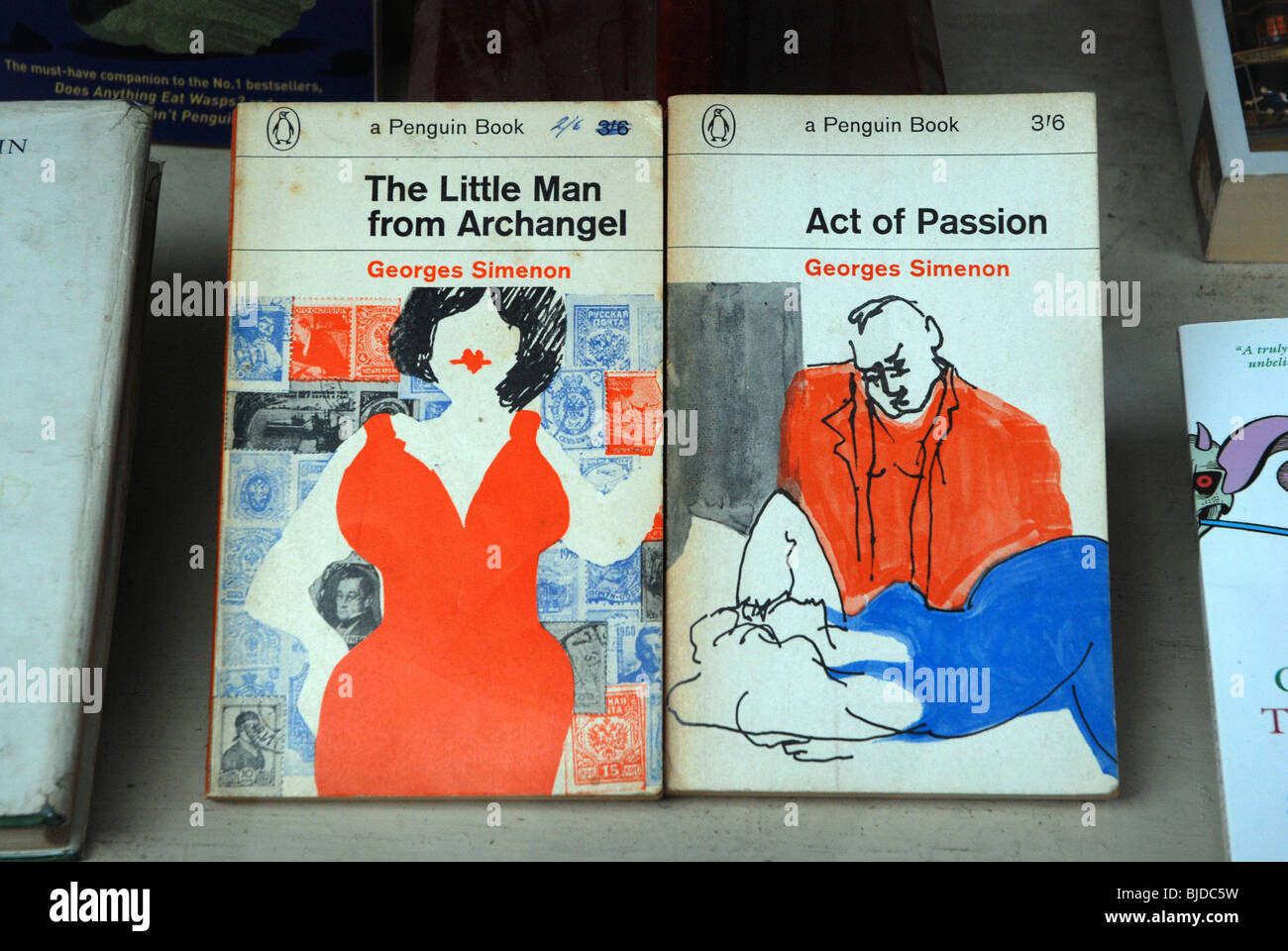 Vintage Penguin paperbacks by George Simenon in a secondhand bookshop  window. - Stock Image