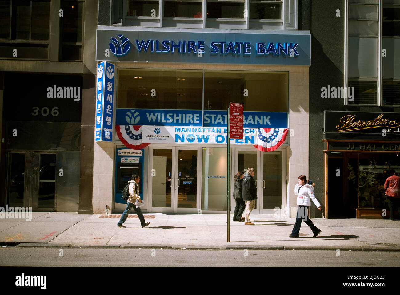 A branch of the Wilshire State Bank in the Koreatown neighborhood of New York - Stock Image