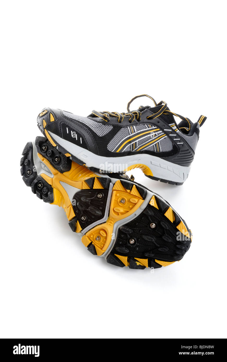 94725142028f Water-proof running shoes with spikes for traction on snow and ice ...