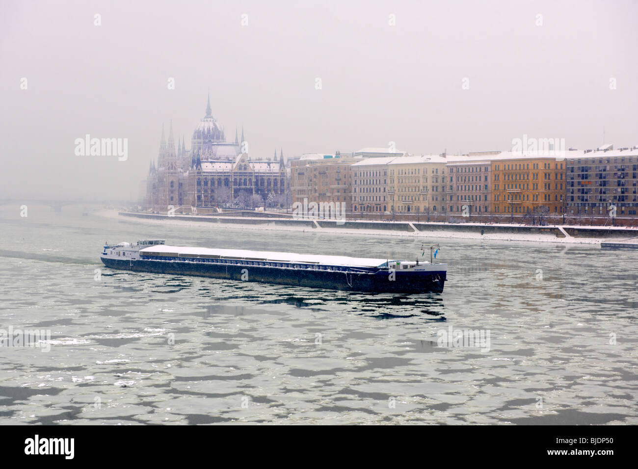 Ice on the frozen Danube and winter snow. Budapest winter photos - Stock Image