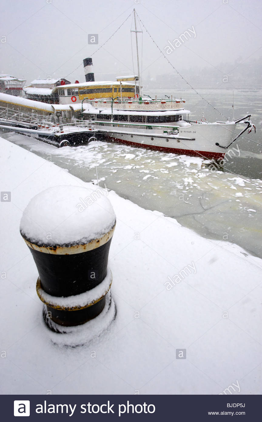 Kosuth boat in theice on the frozen Danube and winter snow. Budapest winter photos - Stock Image