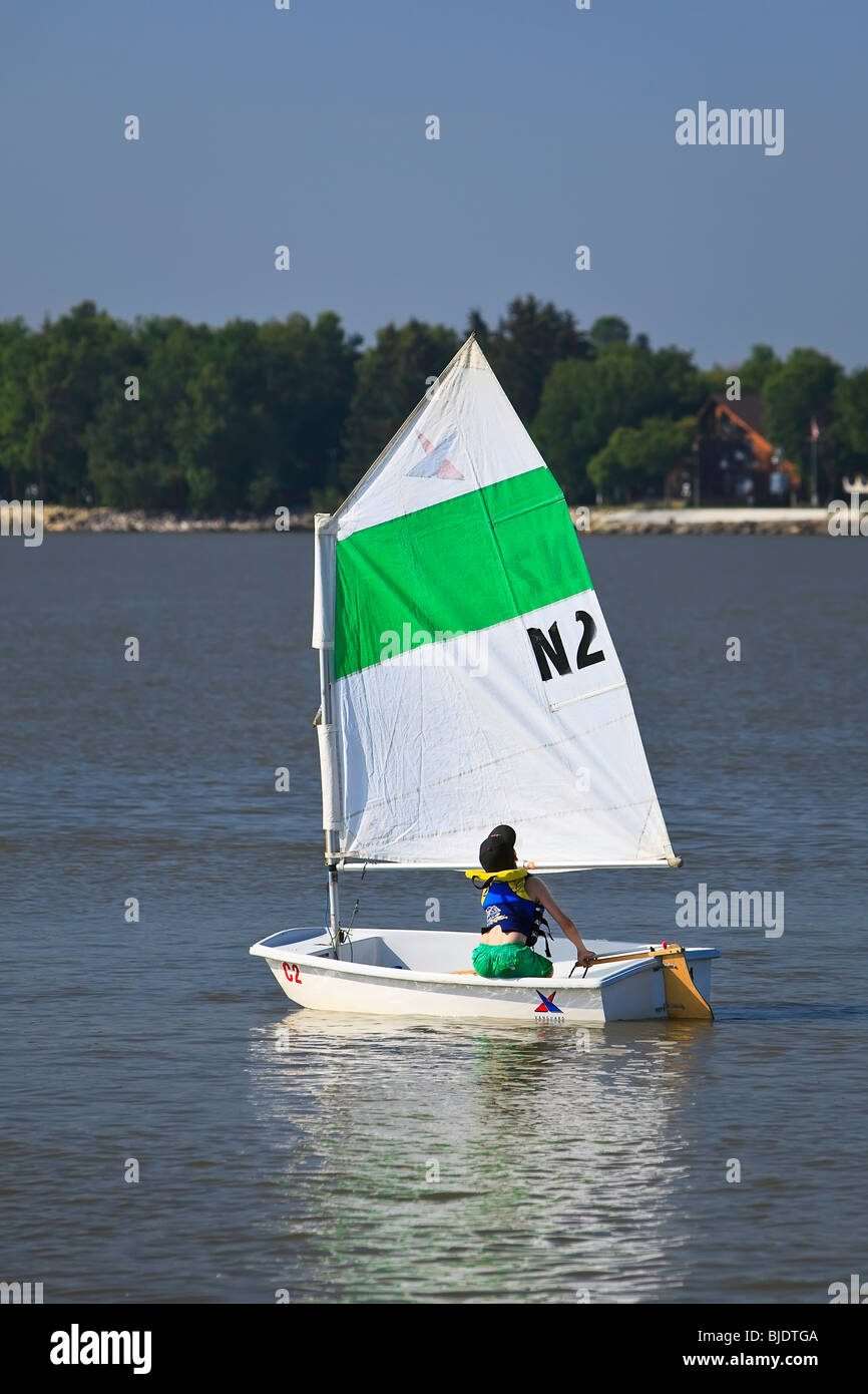 Young boy sailing on Lake Winnipeg, Gimli, Manitoba, Canada - Stock Image