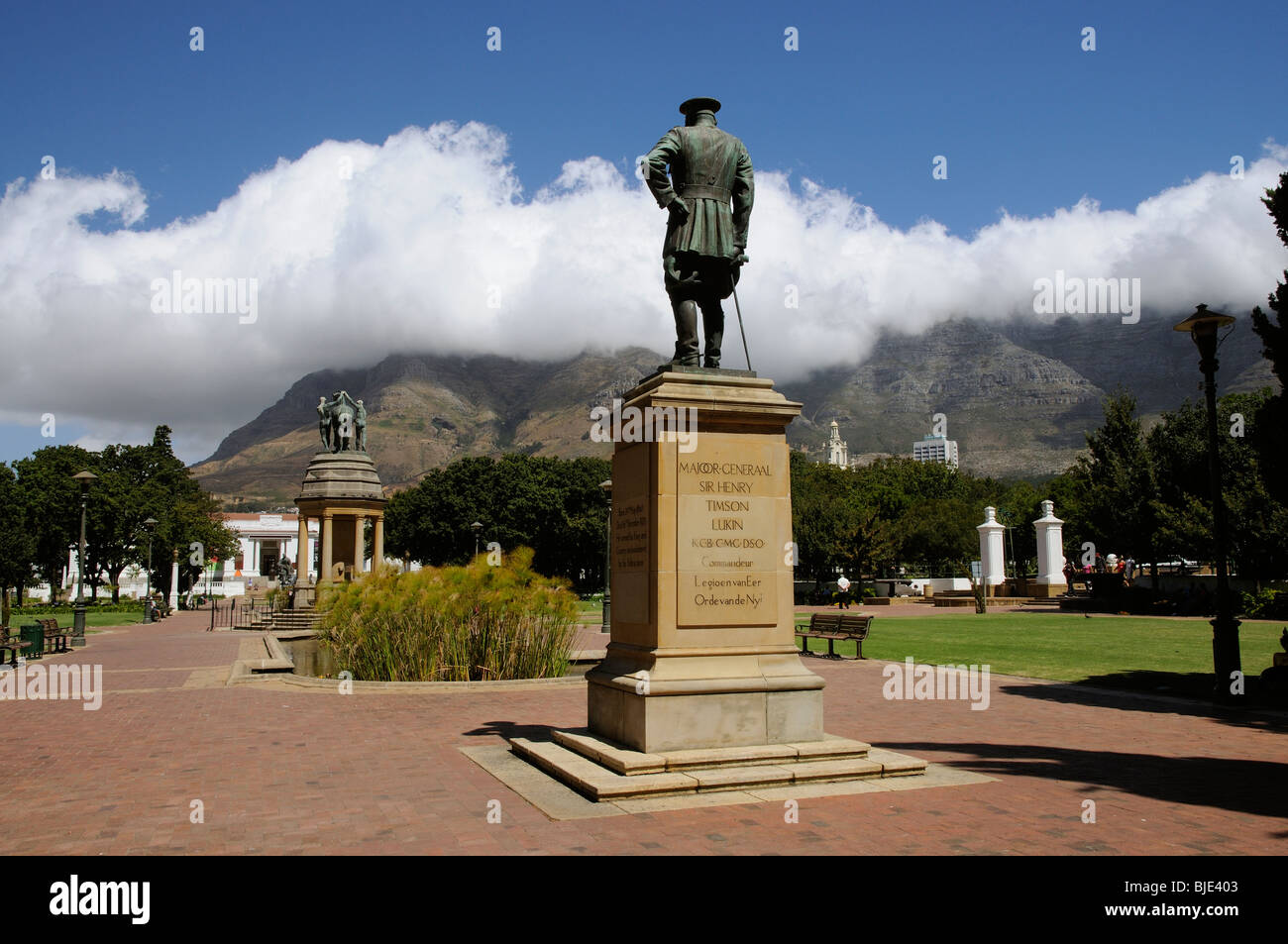 Company's Garden in Cape Town's city centre with a backdrop of Table Mountain covered in cloud - Stock Image