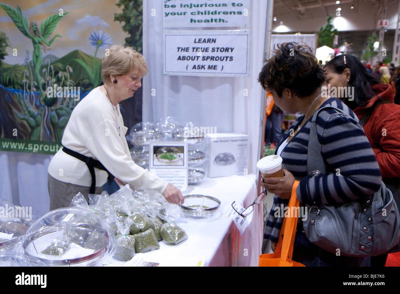 Canada blooms event explain flower garden sale sales shopper shoppers show - Stock Image