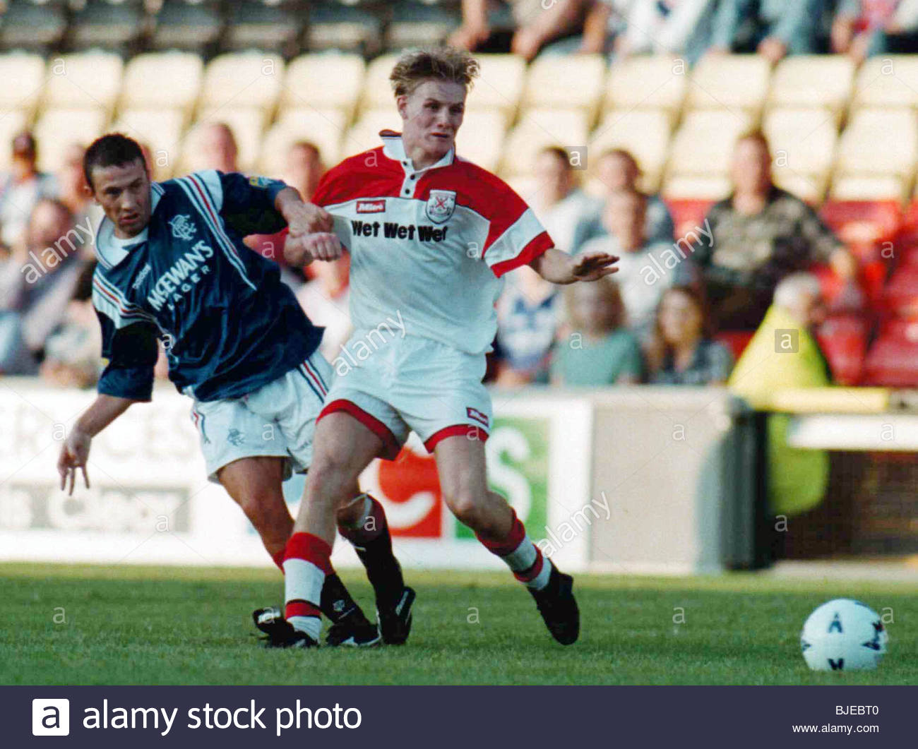 14/08/96 COCA-COLA CUP RND 2 CLYDEBANK V RANGERS (0-3) FIRHILL - GLASGOW Clydebank's Gary Teale (right) competes - Stock Image