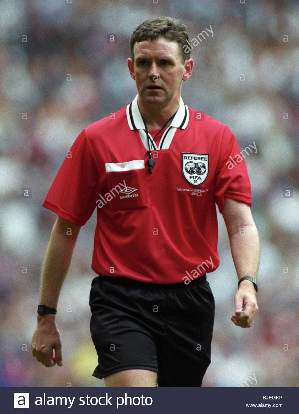 24/05/97 TENNENT'S SCOTTISH CUP FINAL KILMARNOCK V FALKIRK (1-0) IBROX - GLASGOW Referee Hugh Dallas. Stock Photo