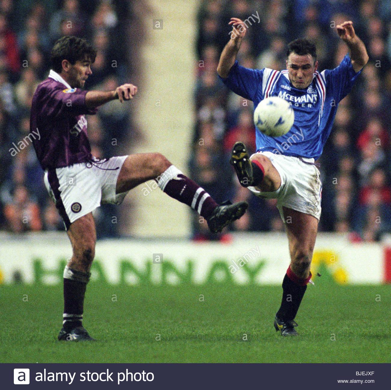01/02/97 BELL'S PREMIER DIVISION RANGERS V HEARTS (0-0) IBROX - GLASGOW Rangers midfielder Ian Ferguson (right) - Stock Image