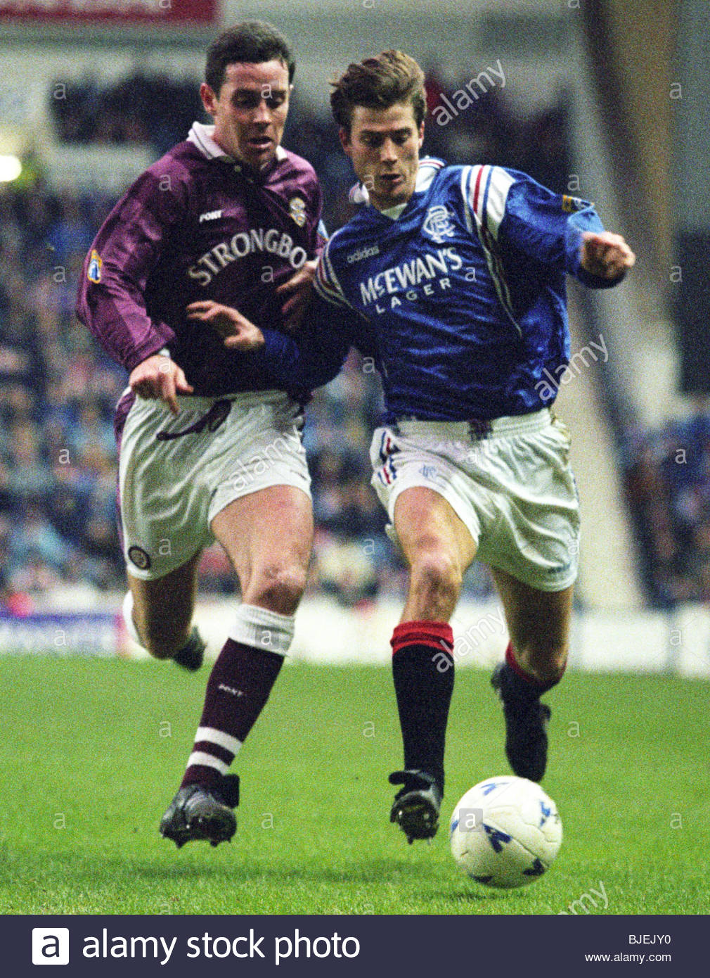 01/02/97 BELL'S PREMIER DIVISION RANGERS V HEARTS (0-0) IBROX - GLASGOW Brian Laudrup (right) holds off the - Stock Image