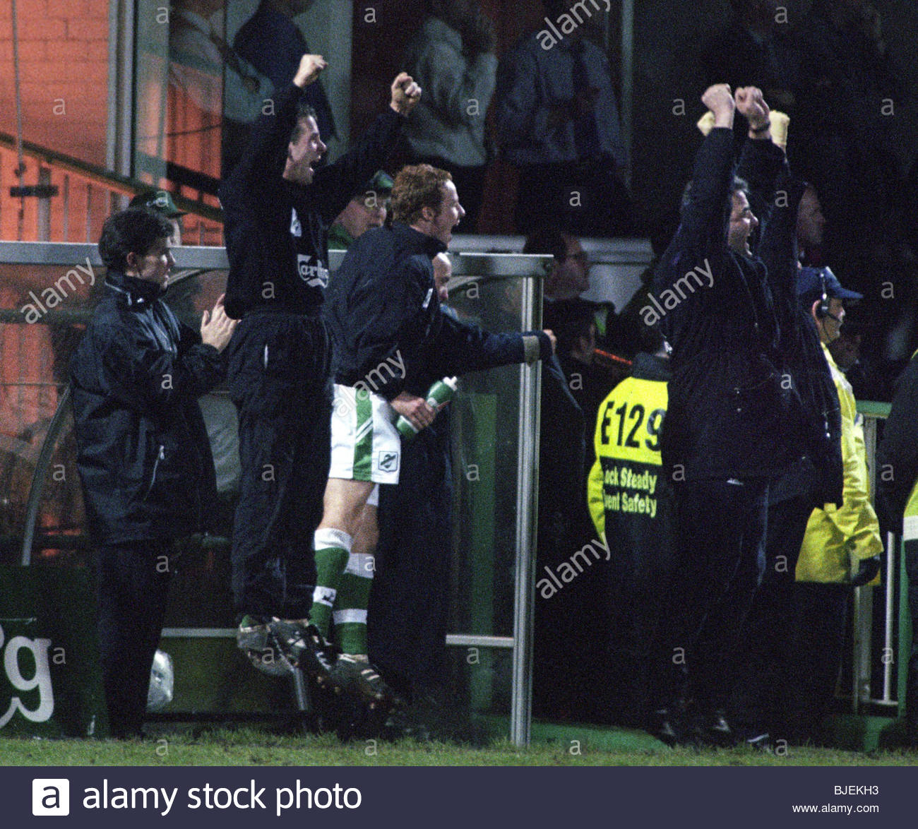 17/02/97 TENNENT'S SCOTTISH CUP 4TH RND HIBS V CELTIC (1-1) EASTER ROAD - EDINBURGH The Hibs substitutes and - Stock Image
