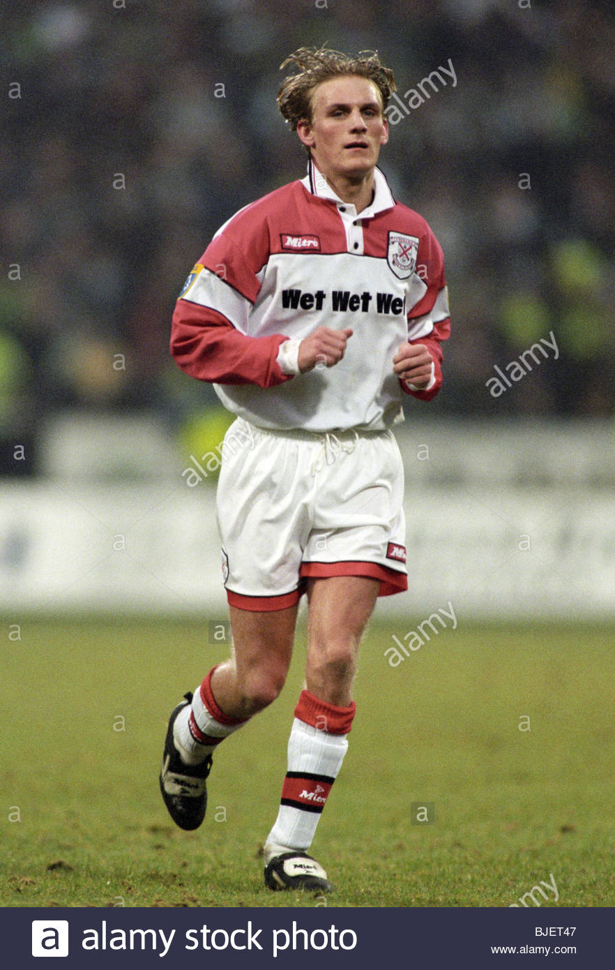 SEASON 1996/1997 CLYDEBANK Gary Teale in action. Stock Photo
