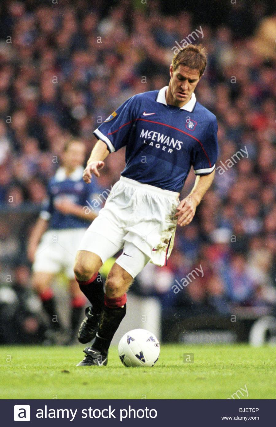 08/11/97 BELL'S PREMIER DIVISION RANGERS V CELTIC (1-0) IBROX - GLASGOW Richard Gough in action for Rangers. - Stock Image