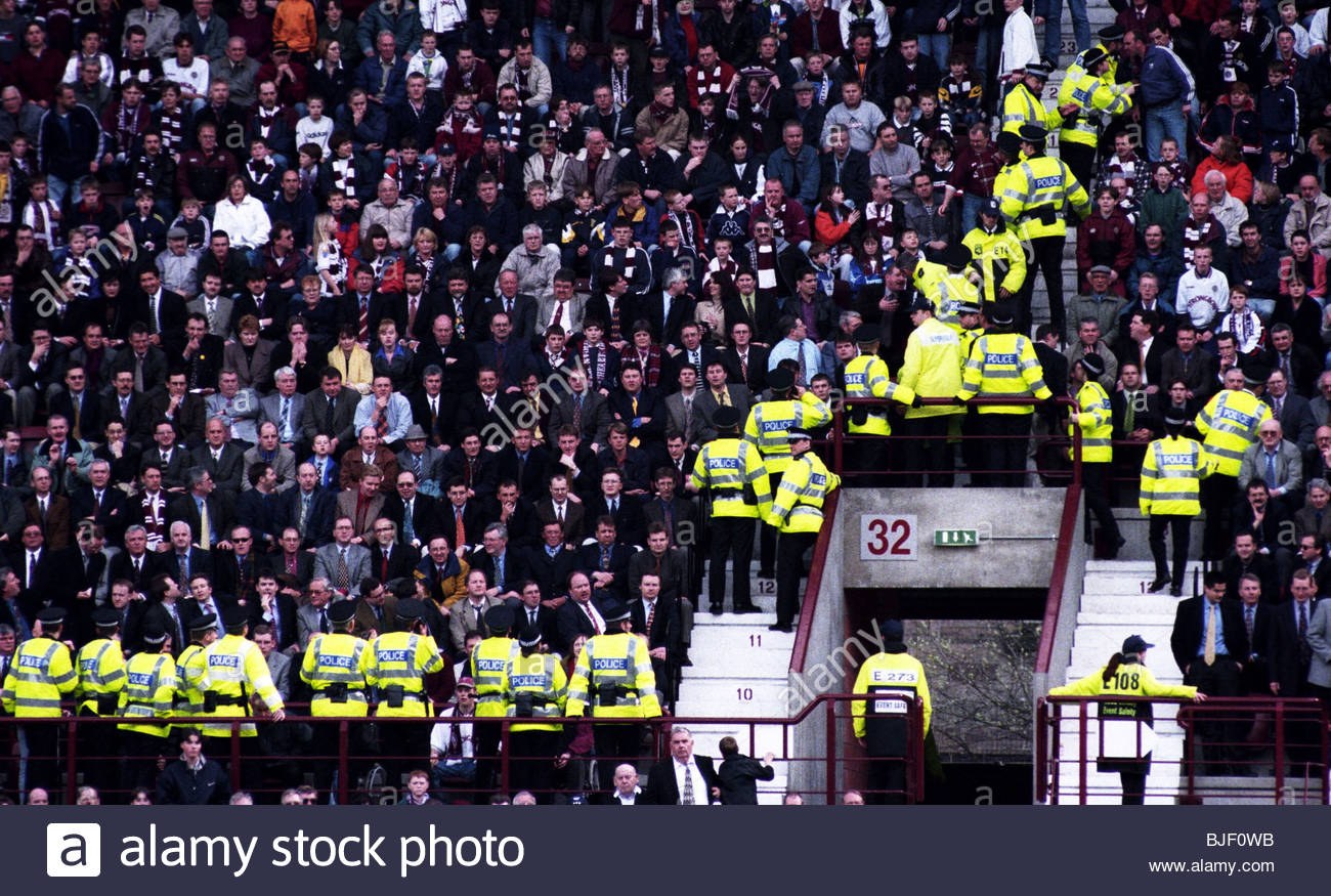 25/04/98 BELL'S PREMIER DIVISION HEARTS v RANGERS (0-3) TYNECASTLE - EDINBURGH Police deal with crowd trouble. - Stock Image