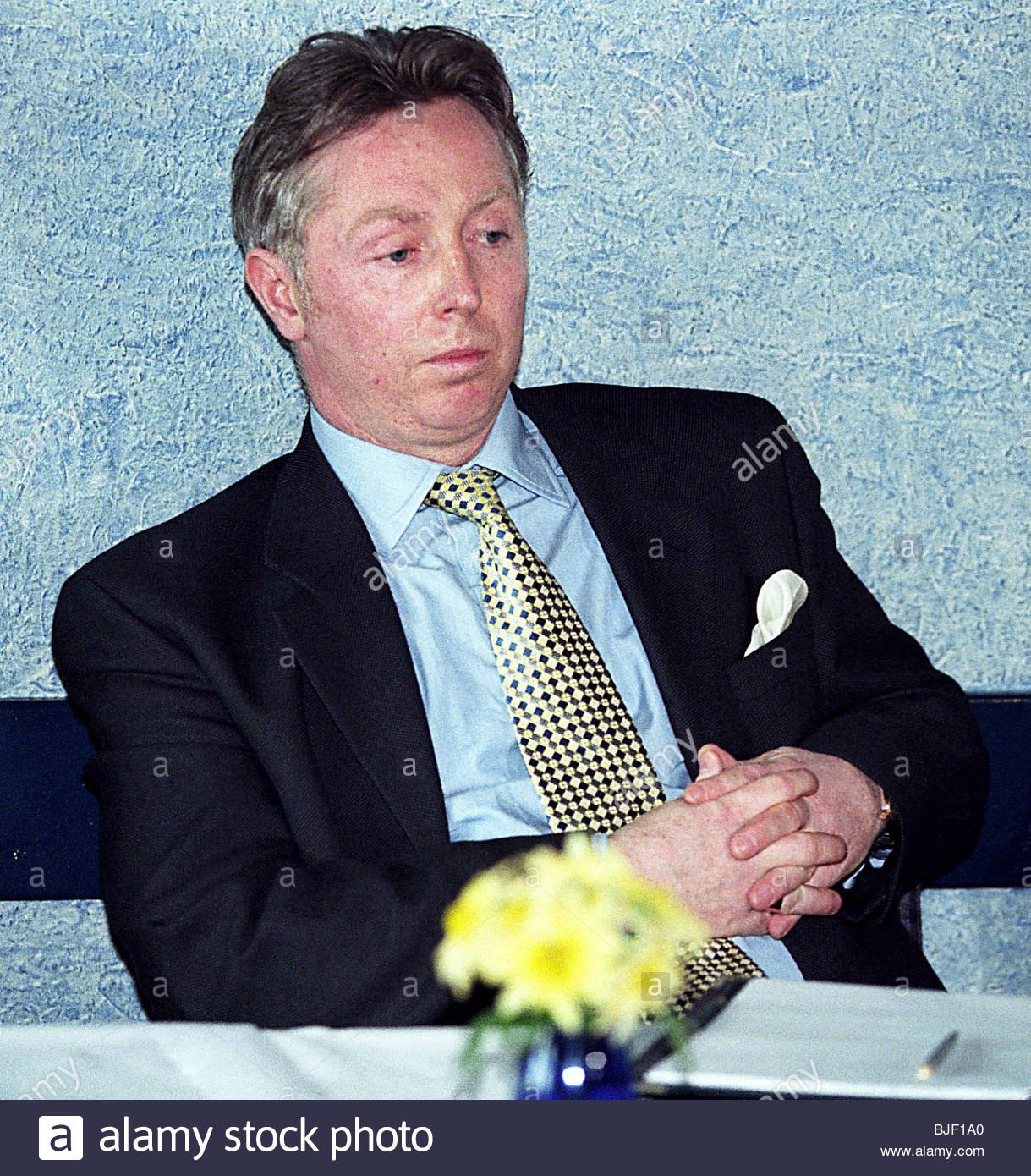 SEASON 1997/1998 Clydebank Financial consultant David Low Stock Photo