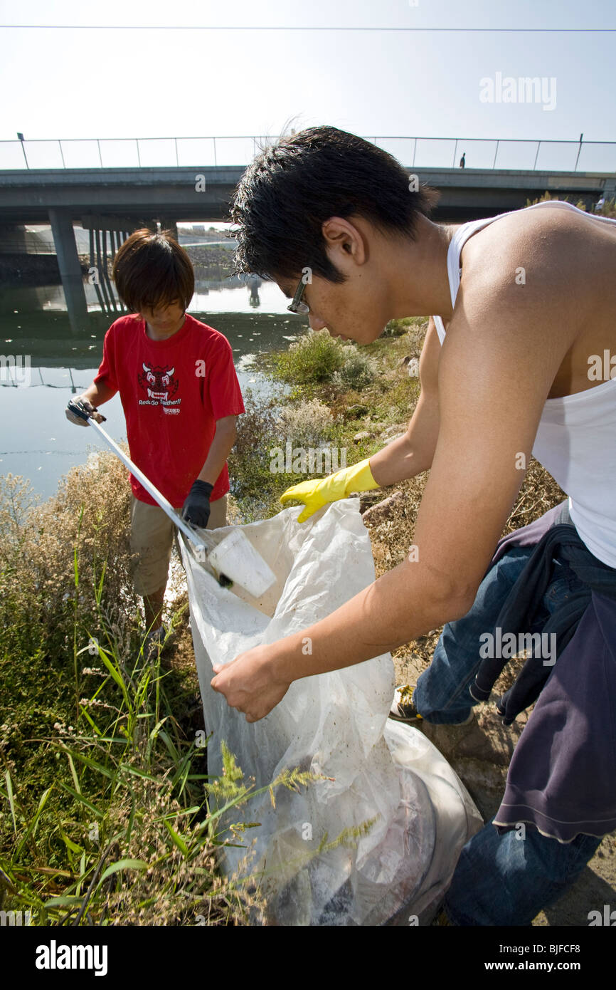 Cleaning up the Dominguez Channel, Coastal Cleanup Day, Los Angeles, California, USA - Stock Image