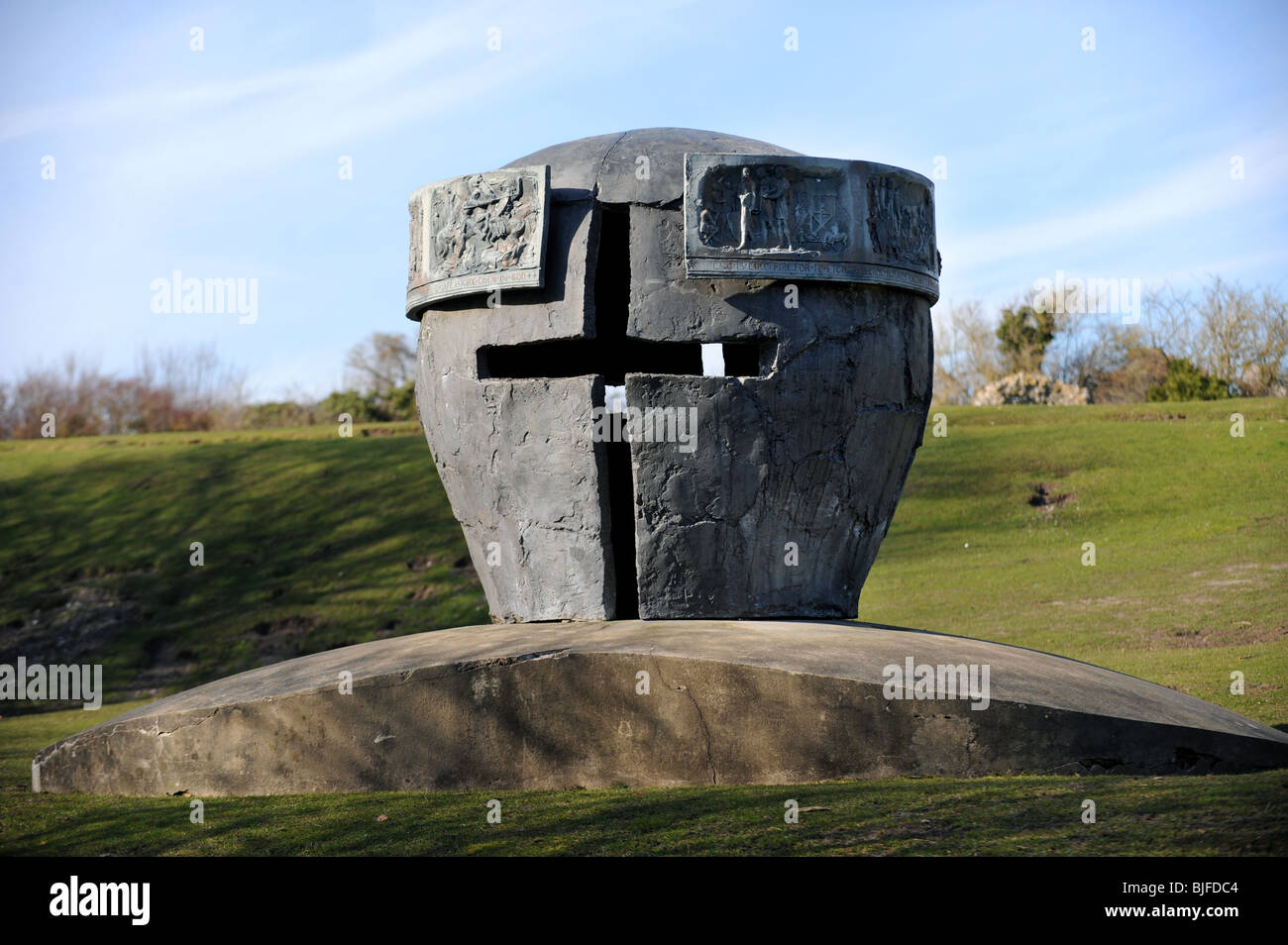 The battle monument by enzo plazzotta commemorates the battle of lewes which took place in 1264,it was given to - Stock Image