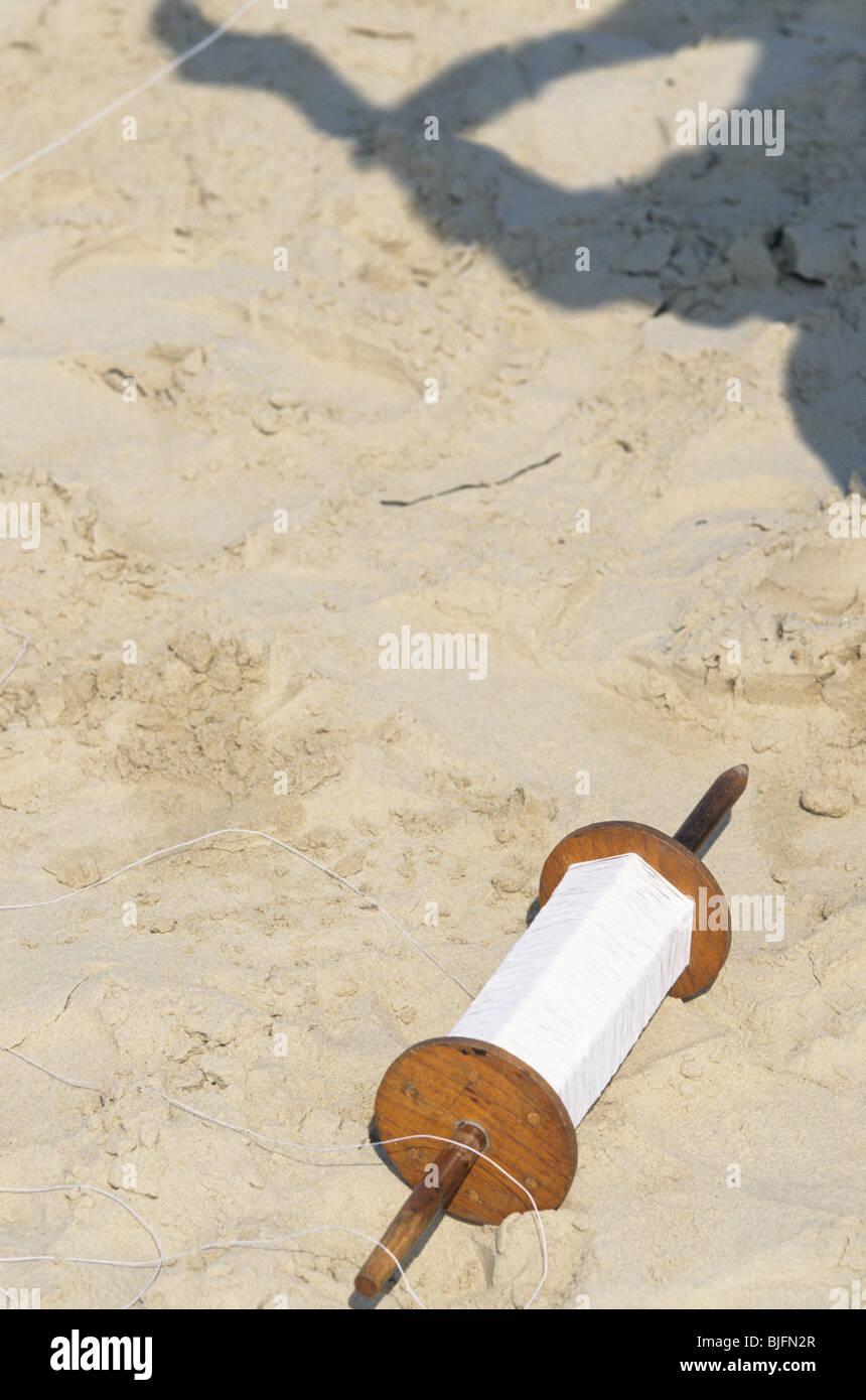 Kite spool laying on the beach - Stock Image