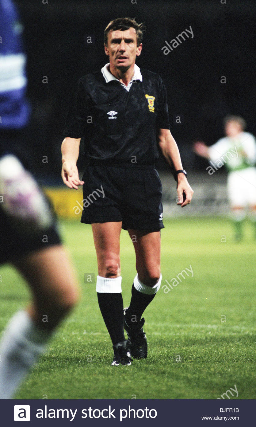 31/08/93 PARTICK THISTLE V HIBS (2-2) FIRHILL - GLASGOW Referee Douglas Hope - Stock Image