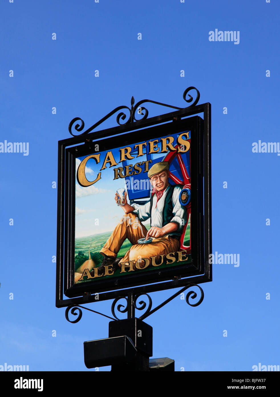 Painted pub sign 'Carter's Rest' against a clear deep blue sky - Stock Image