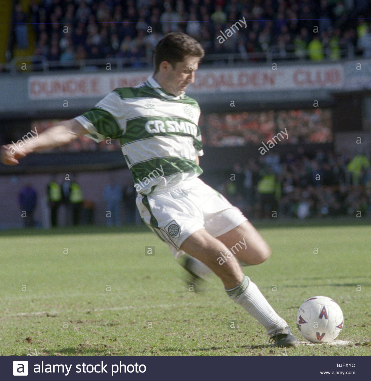 02/04/94 PREMIER DIVISION DUNDEE UTD V CELTIC (1-3) TANNADICE - DUNDEE Celtic's John Collins converts a penalty. - Stock Image