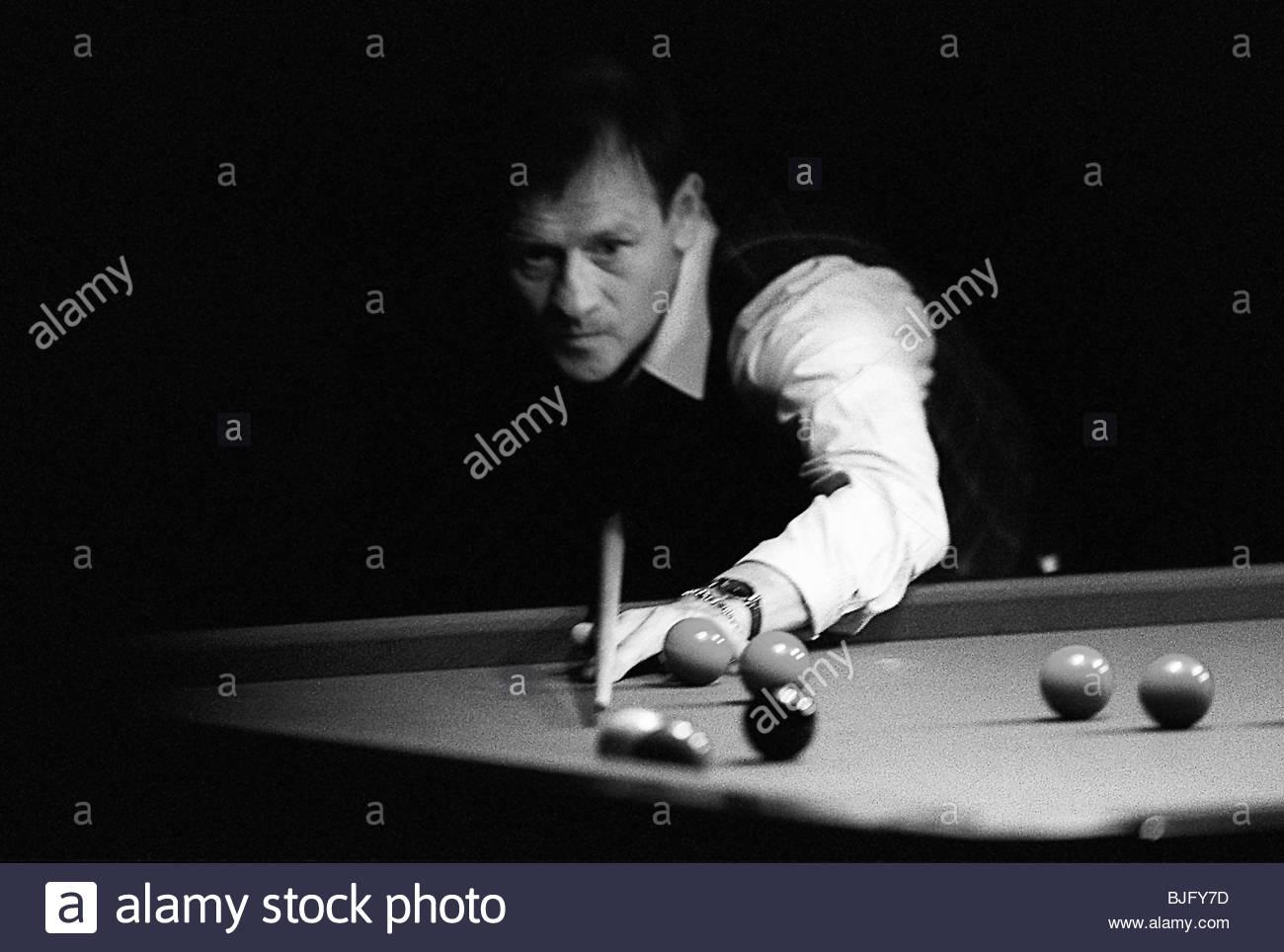 21/06/95 EXHIBITION MATCH John HIGGINS (SCO) v Alex HIGGINS (NIRE) WISHAW SPORTS CENTRE Northern Ireland's Alex - Stock Image