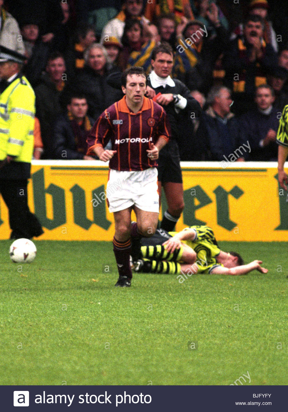 28/09/94 UEFA CUP MOTHERWELL V BORUSSIA DORTMUND FIR PARK - MOTHERWELL Motherwell's Rab Shannon is sent off - Stock Image