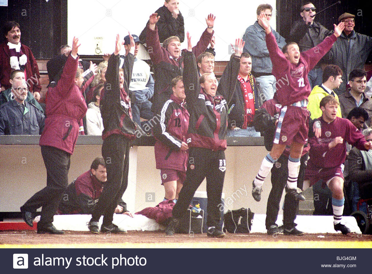 06/04/96 TENNENT'S SCOTTISH CUP SEMI FINAL HEARTS V ABERDEEN (2-1) HAMPDEN - GLASGOW The management team and - Stock Image