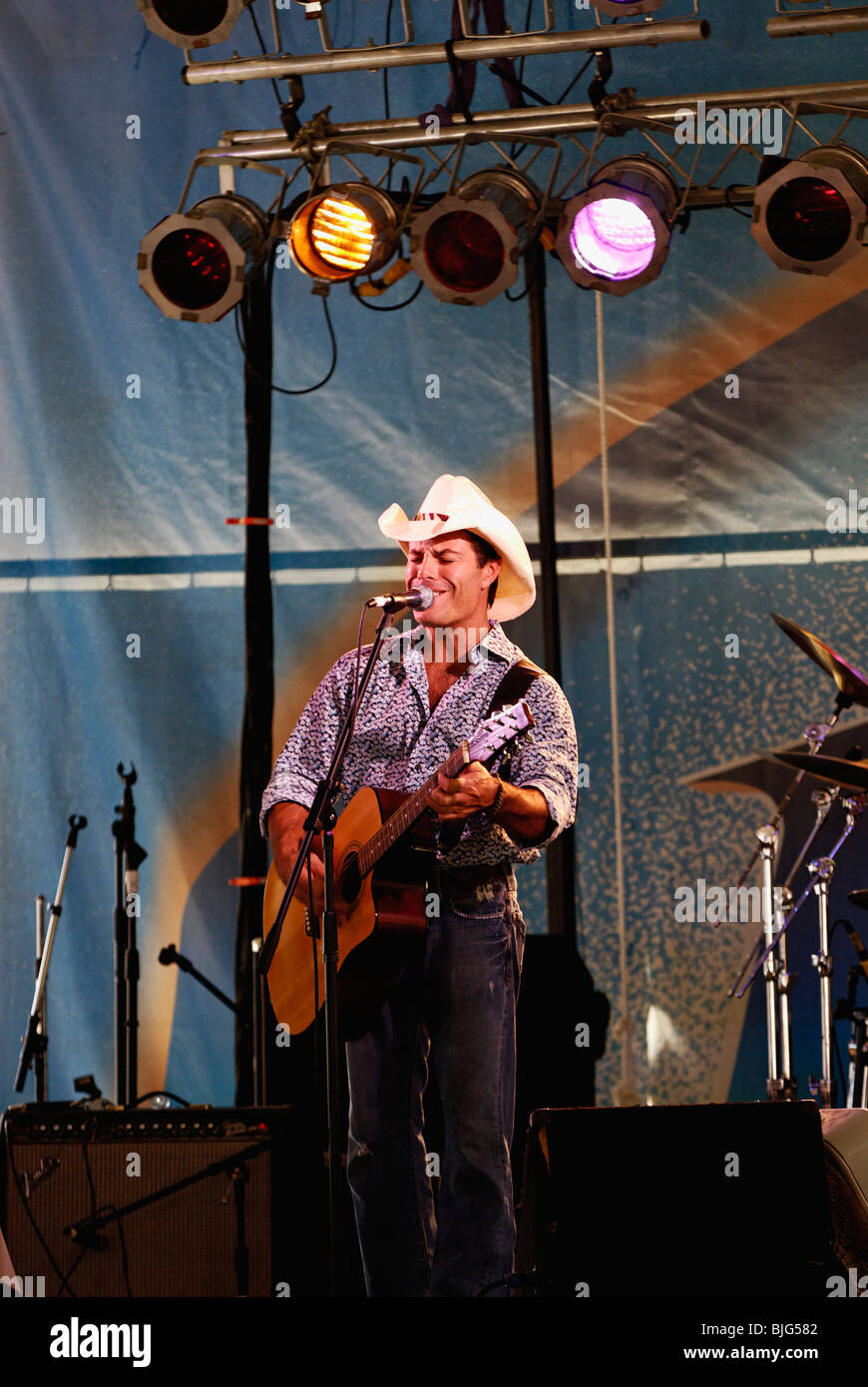 Country Singer Performing at the 2009 Kentucky State Fair in Louisville, Kentucky - Stock Image