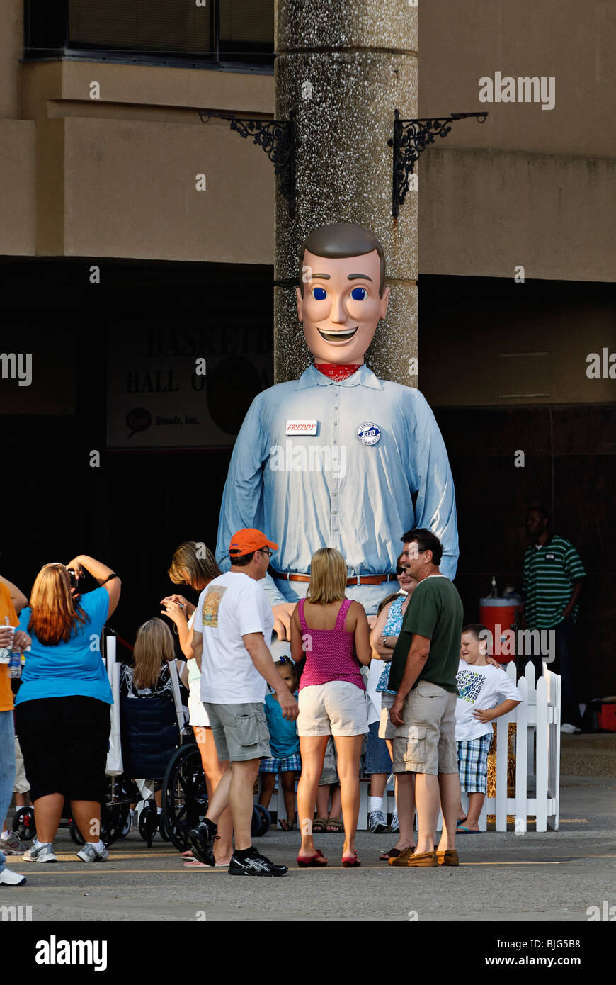 Freddy Farm Bureau and Crowd at the 2009 Kentucky State Fair in Louisville, Kentucky - Stock Image