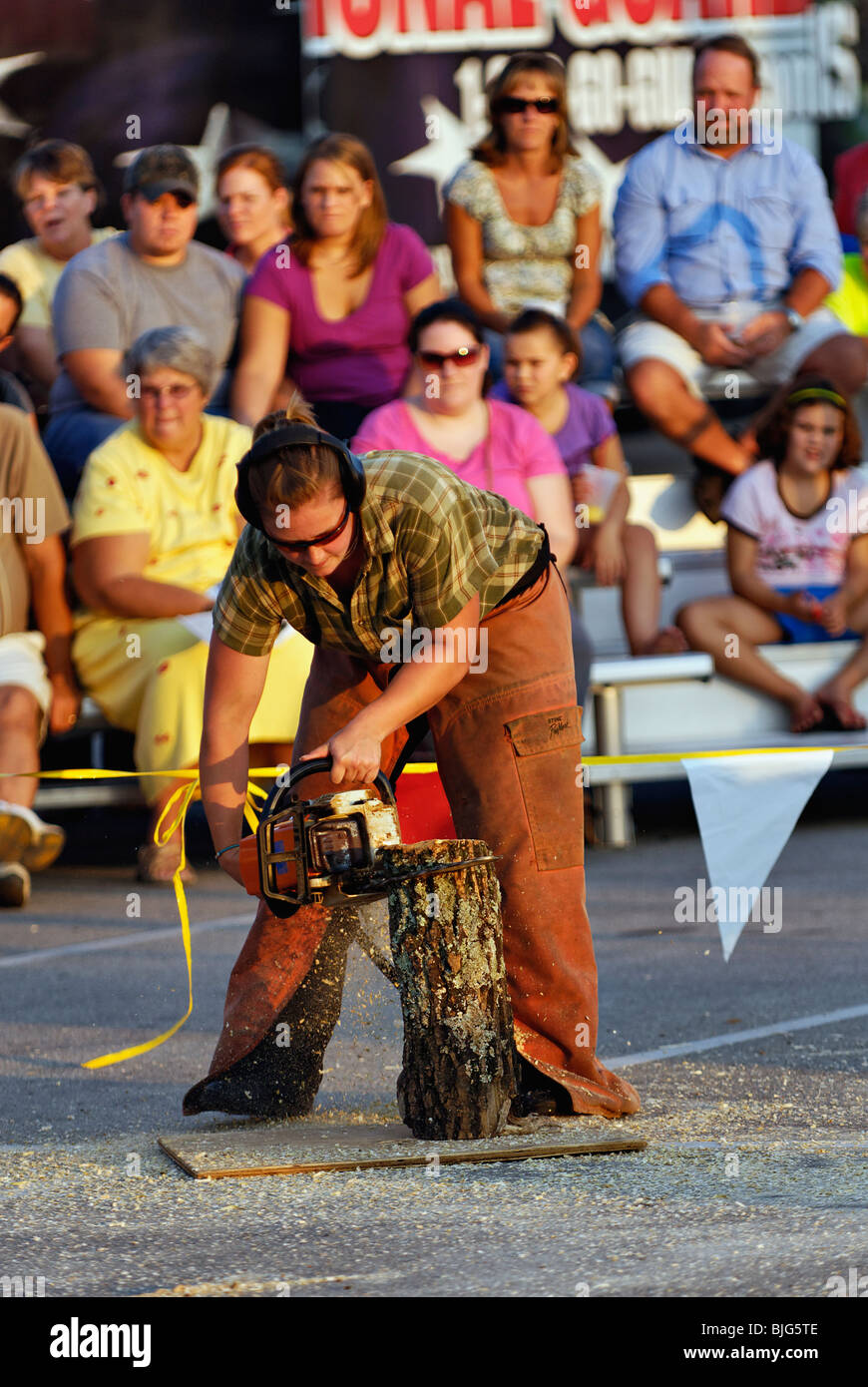 Female Lumberjack Demonstrating Chainsaw Carving at the 2009 Kentucky State Fair in Louisville - Stock Image