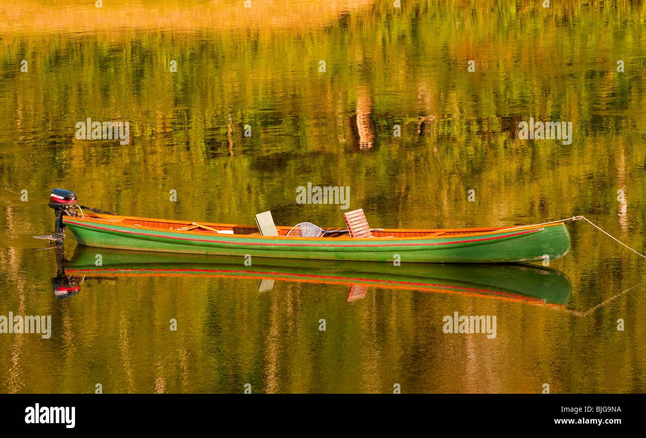 NEW BRUNSWICK, Atlantic Salmon FLY FISHING CANOE ANCHORED ON THE MIRAMICHI RIVER. - Stock Image