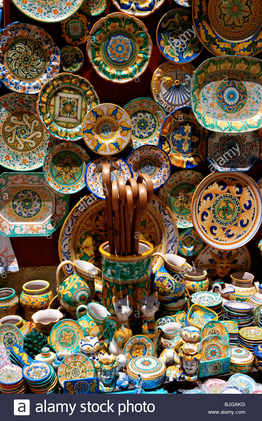 Tourist shops and Sicilian pottery plates Érice, Erice, Sicily stock photos. - Stock Image