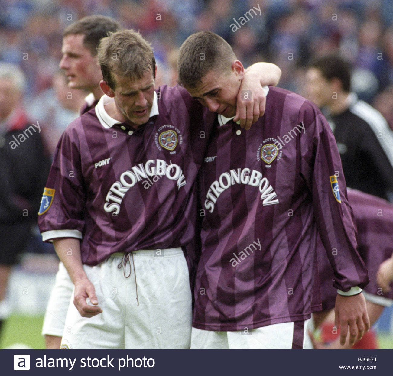 18/05/96 TENNENT'S SCOTTISH CUP FINAL RANGERS V HEARTS (5-1) HAMPDEN - GLASGOW A tearful Paul Ritchie (right) - Stock Image
