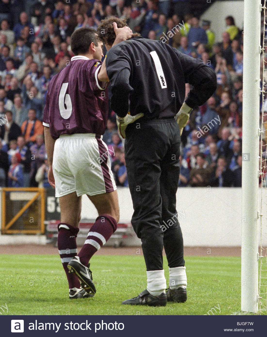 18/05/96 TENNENT'S SCOTTISH CUP FINAL RANGERS V HEARTS (5-1) HAMPDEN - GLASGOW Gilles Rousset is consoled by - Stock Image