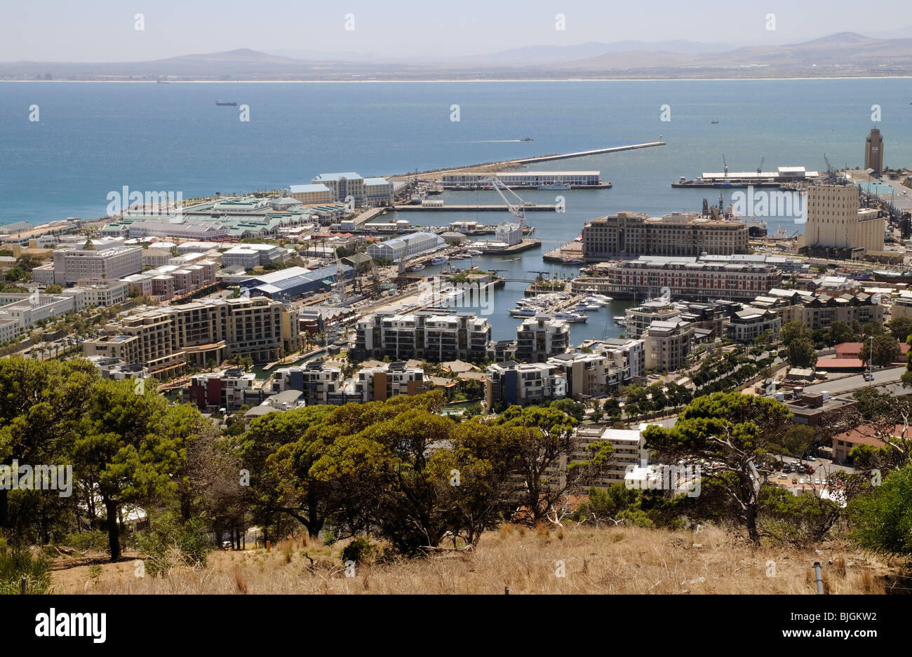 Coastal development of leisure facilities,hotels, waterfront and luxury housing on Table Bay in Cape Town South - Stock Image