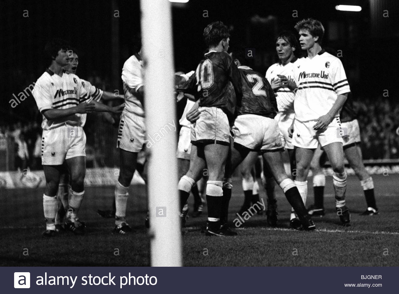 24/10/90 UEFA CUP SECOND ROUND FIRST LEG HEARTS V BOLOGNA (3-1) TYNECASTLE - EDINBURGH A row breaks out between - Stock Image