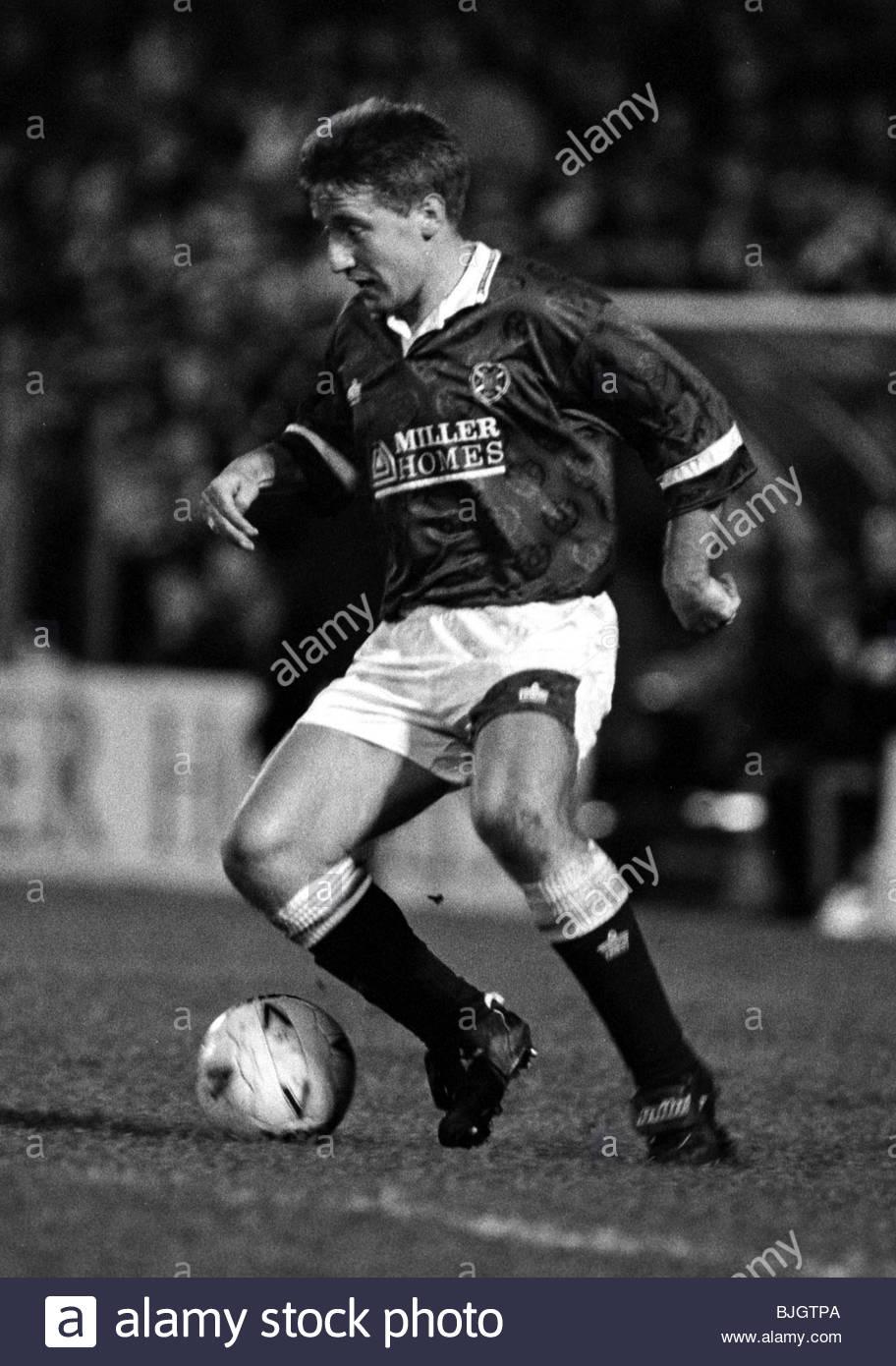 01/01/92 PREMIER DIVISION HEARTS v HIBS (1-1) TYNECASTLE - EDINBURGH John Robertson in action for Hearts. - Stock Image