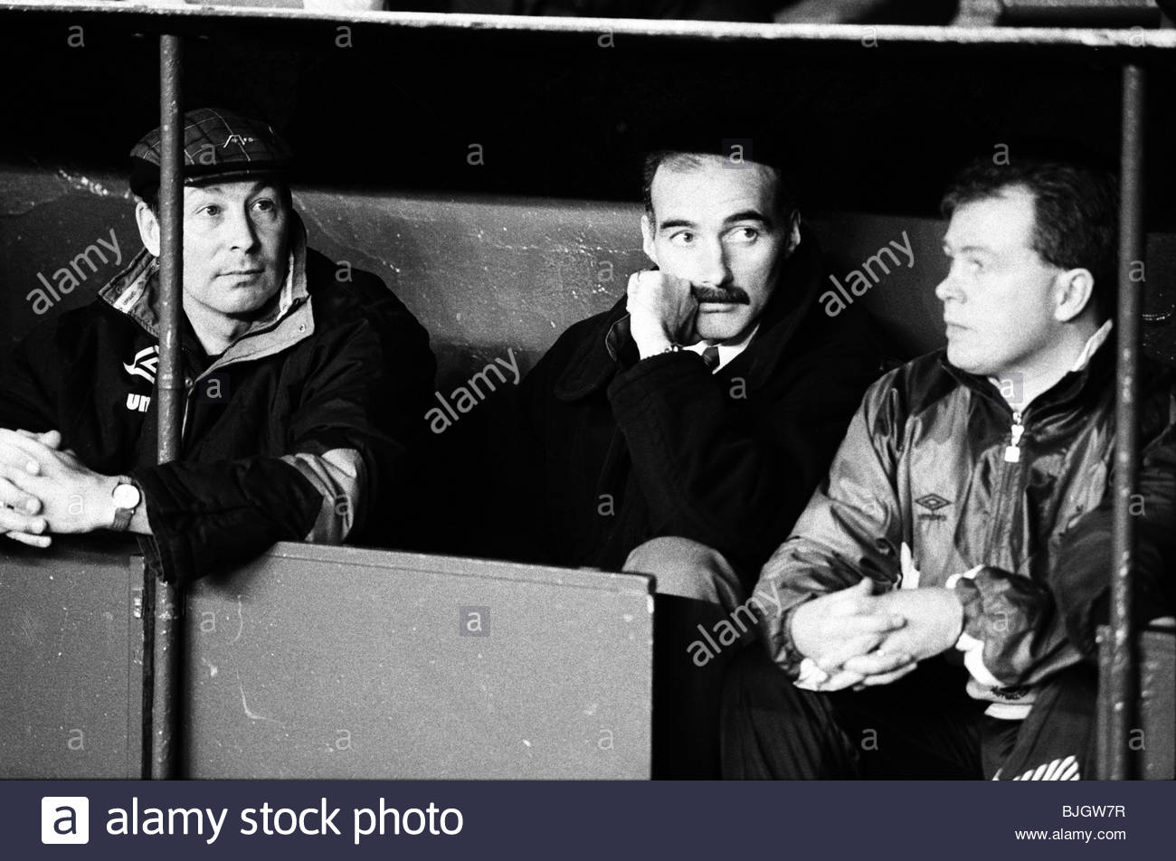 25/02/92 PREMIER DIVISION RANGERS v ABERDEEN (0-0) IBROX - GLASGOW Aberdeen manager Willie Miller (centre). - Stock Image