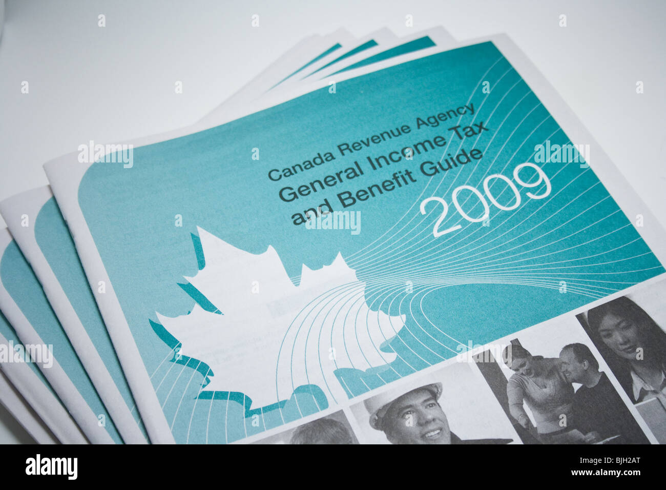 income tax return 2009 canada booklet copy paper - Stock Image