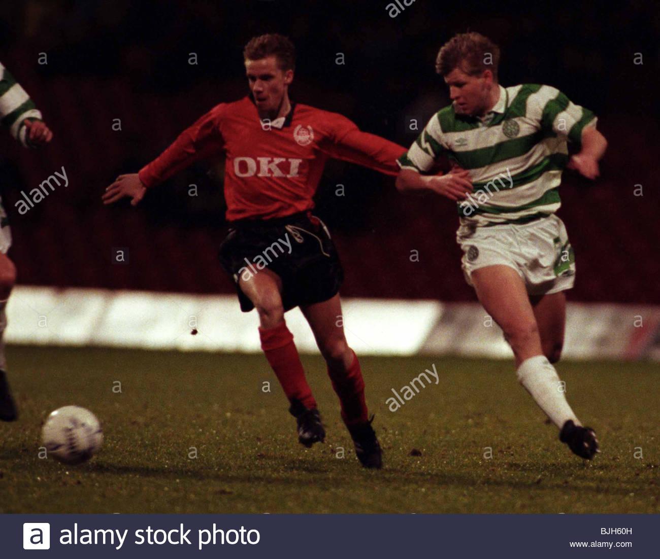 SEASON 1992/1993 CELTIC V CLYDE CELTIC PARK - GLASGOW Celtic's Gerry Creany (right) battles for possession. - Stock Image