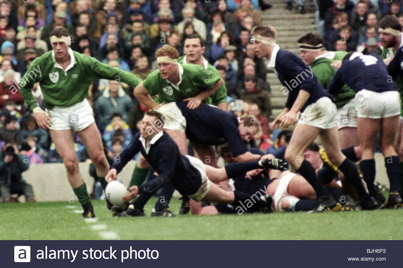 16/01/93 FIVE NATIONS SCOTLAND V IRELAND (15-3) MURRAYFIELD - EDINBURGH Gary Armstrong, the Scotland scrum-half - Stock Image