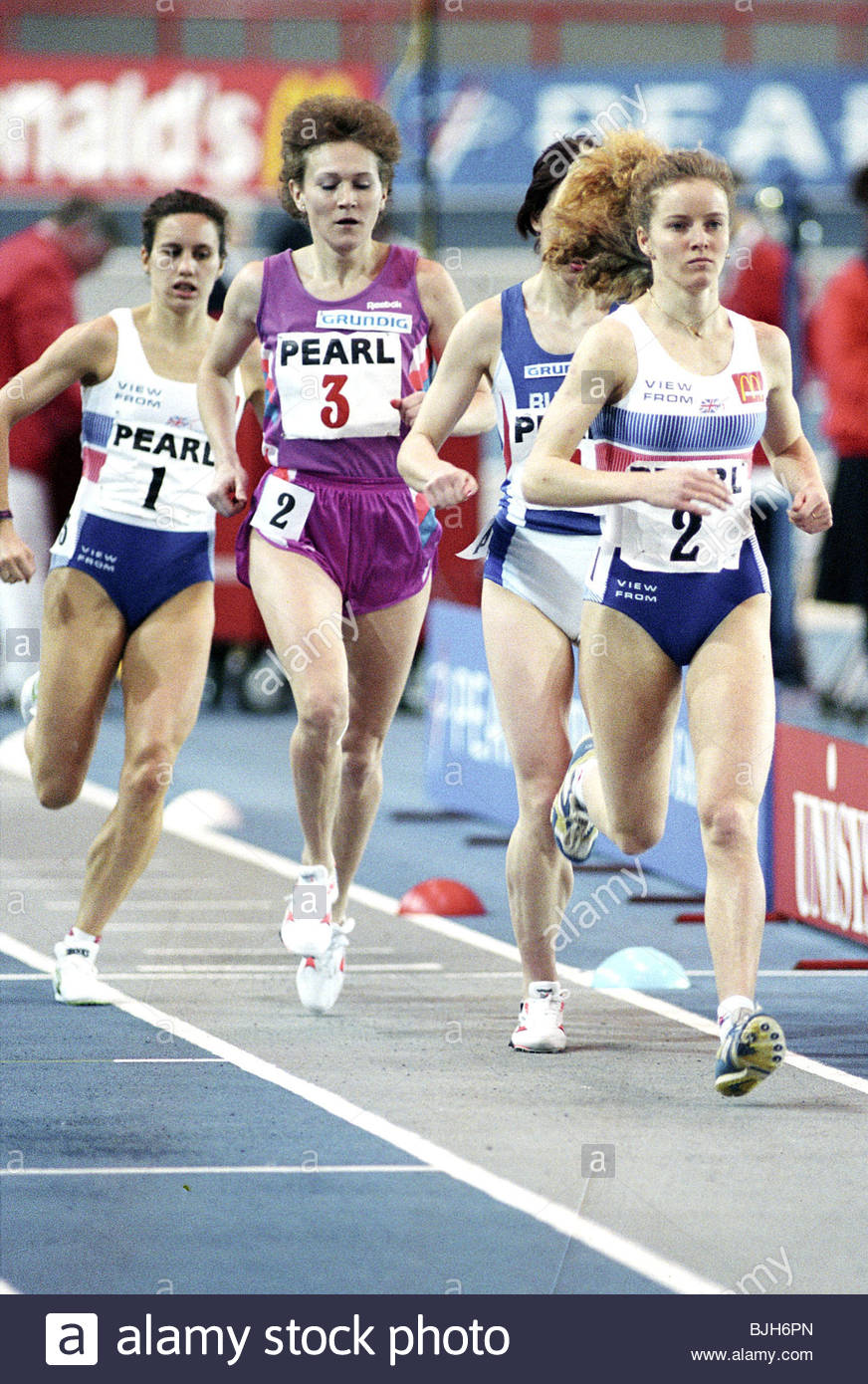 29/01/93 PEARL INTERNATIONAL ATHLETICS KELVIN HALL - GLASGOW Great Britain's Jayne Sparke (right) in action - Stock Image