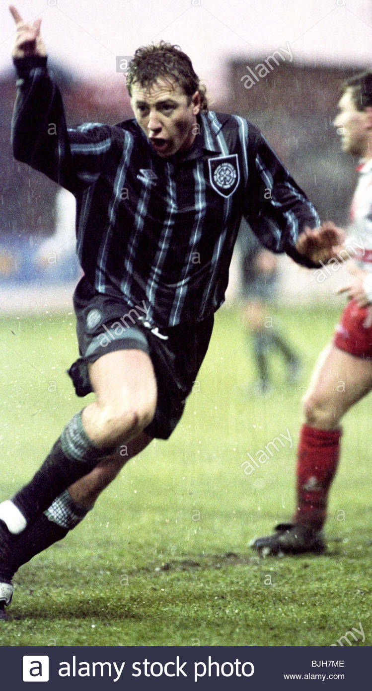 23/01/93 SCOTTISH PREMIER DIVISION AIRDRIE v CELTIC (0-1) BROOMFIELD - AIRDRIE Frank McAvennie in action for Celtic - Stock Image