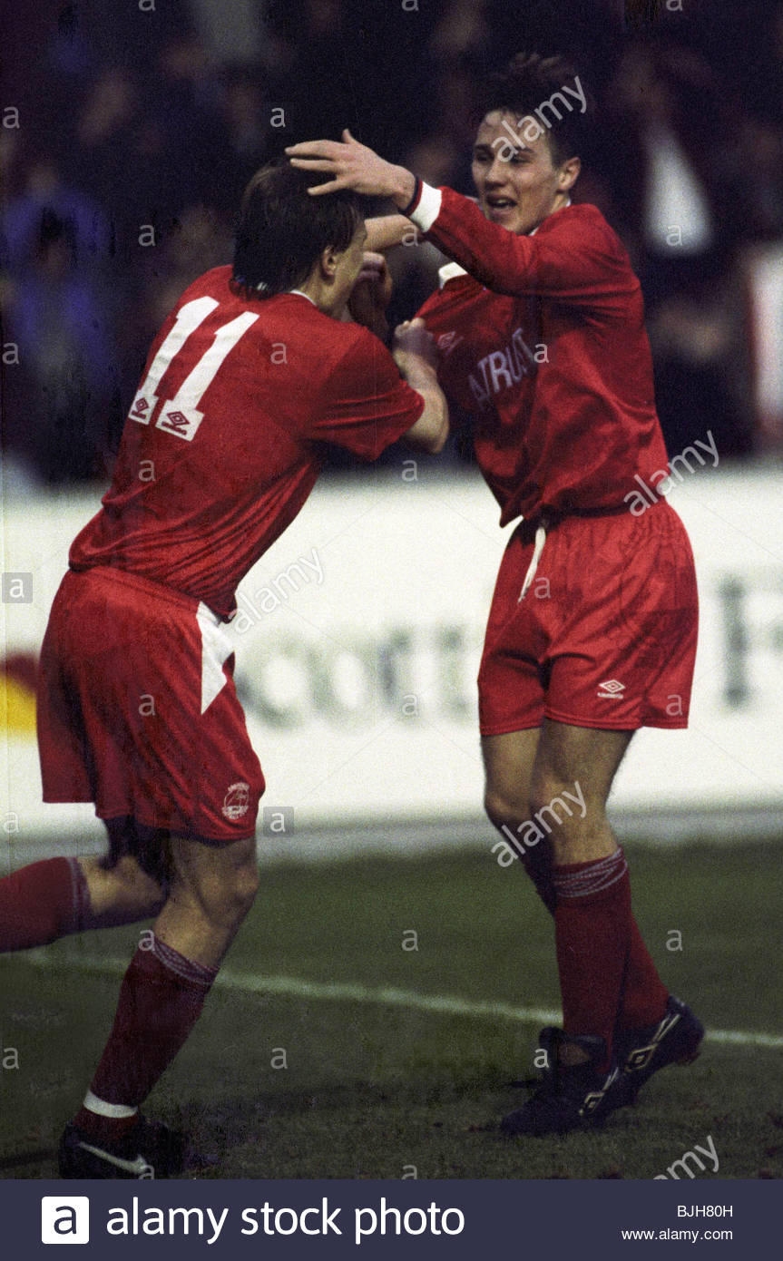 07/02/93 TENNENT'S SCOTTISH CUP ABERDEEN v DUNDEE UTD (2-0) PITTODRIE - ABERDEEN Eion Jess (right) celebrates - Stock Image